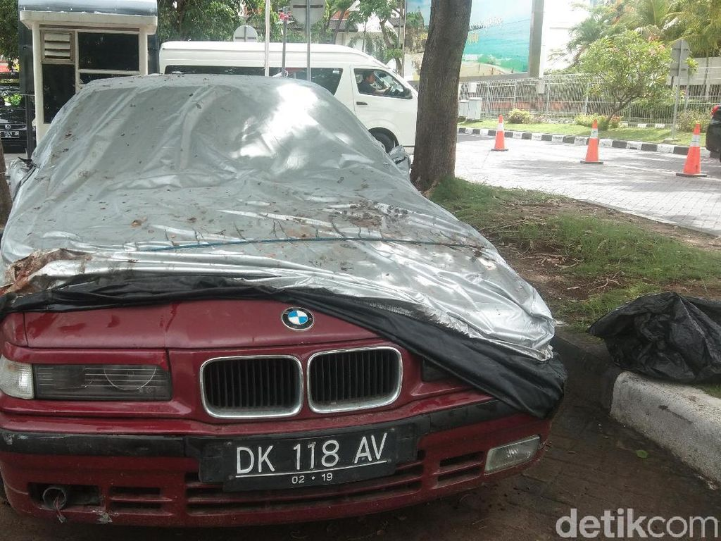 Tarif Parkir Puluhan Juta Rupiah Mobil BMW di Bali