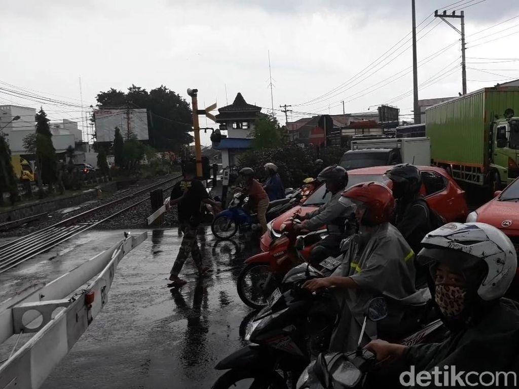 KA Bandara Solo Mulai Operasi, Kemacetan Lalin Makin Menjadi-jadi
