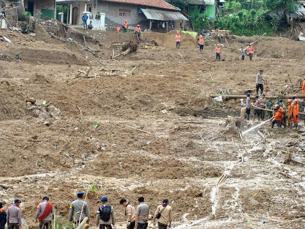 Diminta Jokowi, Bupati Bogor Cari Lahan Relokasi Korban Longsor Sukajaya