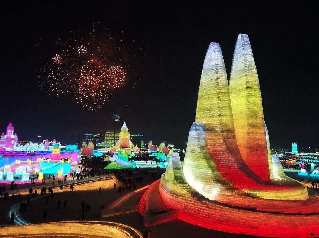 Kilau Warna-warni Lampu Hias Semarakkan Festival Es Harbin