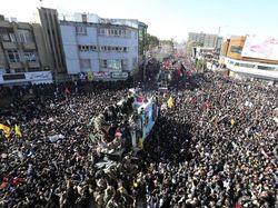 Prosesi Pemakaman Jenderal Iran Diwarnai Desak-desakan, 35 Pelayat Tewas