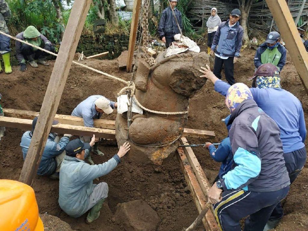 Ini Momen Evakuasi Arca Ganesha Terbesar dari Kebun Kentang di Dieng