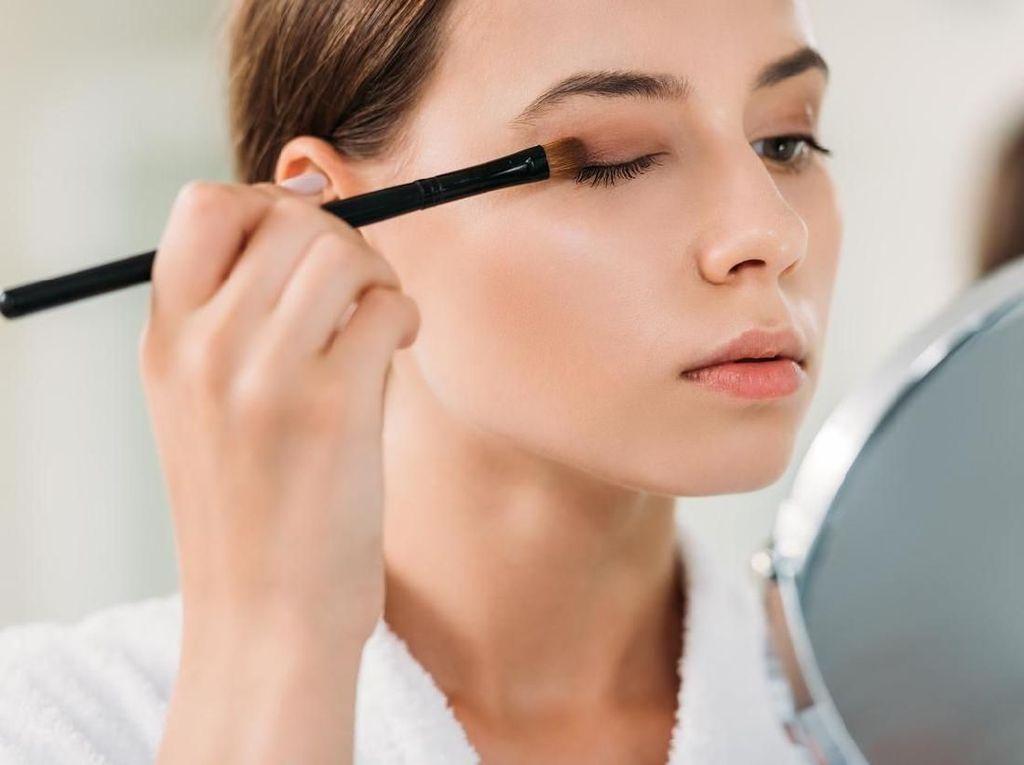 Wajib Pakai Masker, Ini Tren Makeup New Normal Para Wanita di China