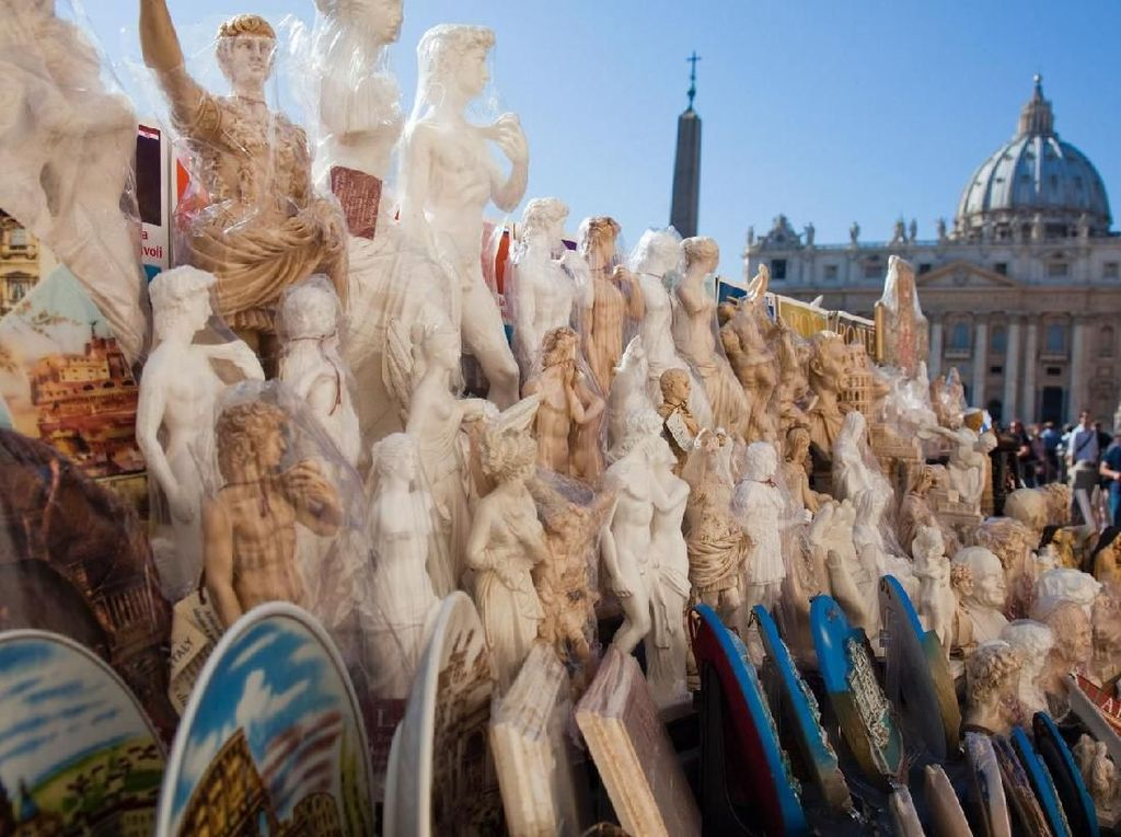 Dilarang Jualan Suvenir di Sejumlah Tempat Wisata Roma