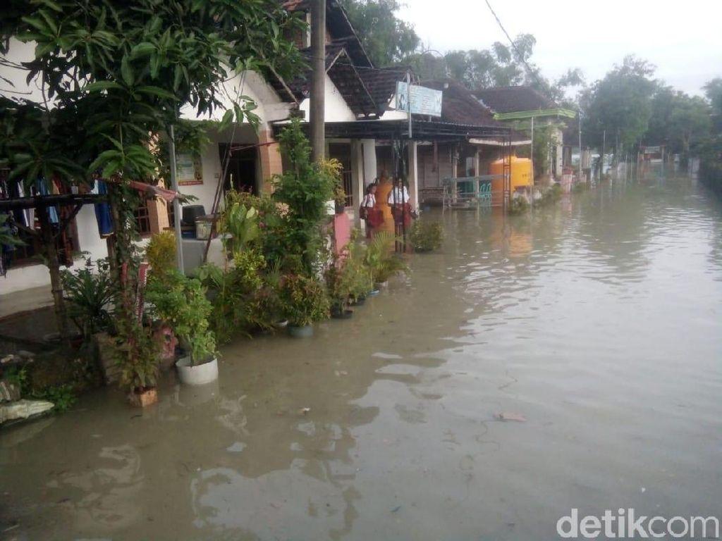 Sungai Lamong Meluap Rendam Dua Desa di Mojokerto