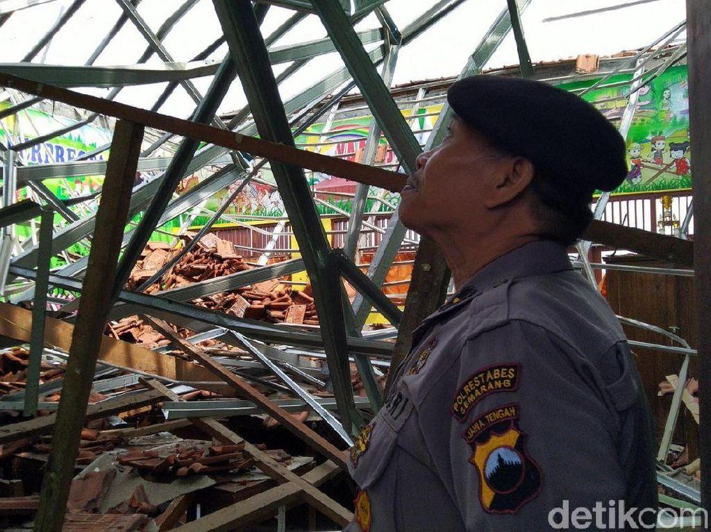 Inspektorat Ikut Cari Penyebab Robohnya Atap SD di Semarang