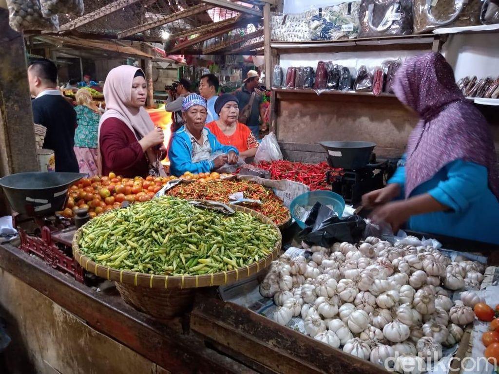 Harga Cabai, Tomat dan Bawang Merah Naik Saat Musim Hujan