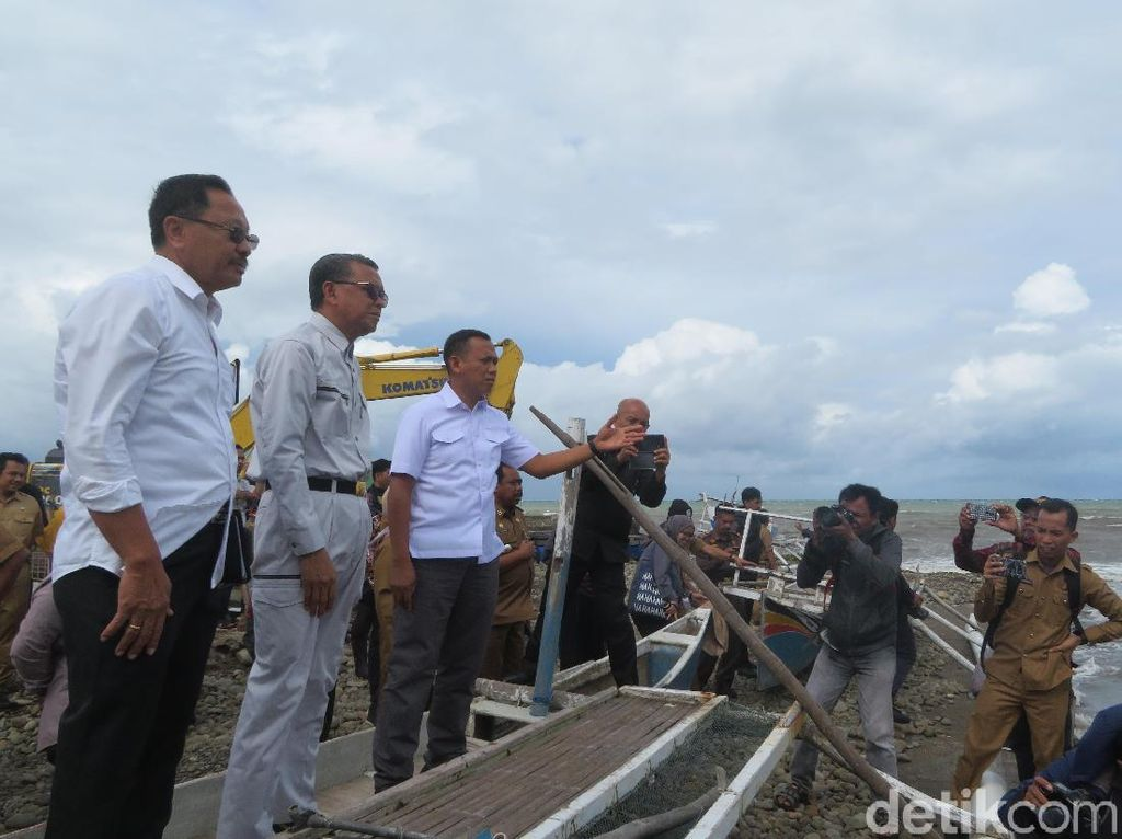 Cek Abrasi di Takalar, Gubernur Sulsel Akan Panggil Penambang Pasir