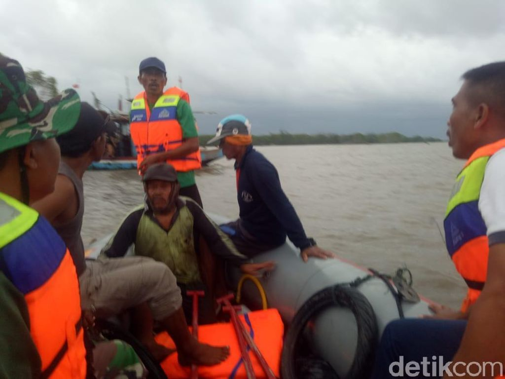Kapal Karam di Pantai Pekalongan, 3 Nelayan Berhasil Dievakuasi
