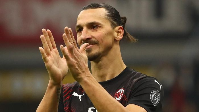 MILAN, ITALY - JANUARY 06:  Zlatan Ibrahimovic of AC Milan gestures during the Serie A match between AC Milan and UC Sampdoria at Stadio Giuseppe Meazza on January 6, 2020 in Milan, Italy.  (Photo by Marco Luzzani/Getty Images)