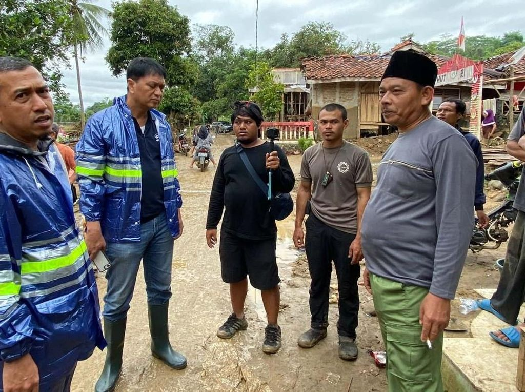 Bantuan untuk Korban Longsor dan Banjir di Lebak