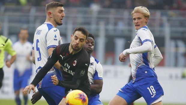 Milan lebih mendominasi permainan daripada Sampdoria.
