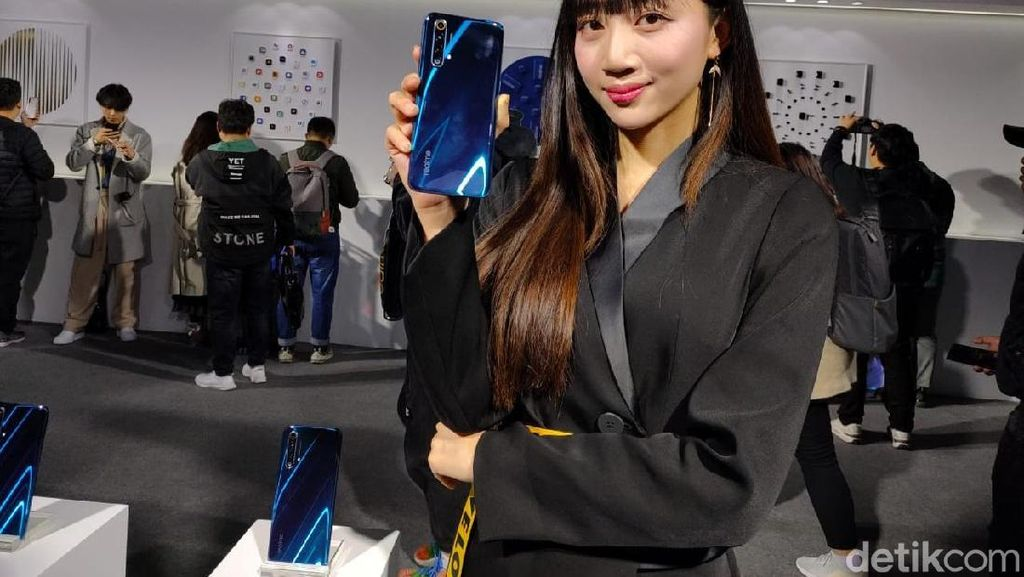Wujud Realme X50, Ponsel 5G Murah Meriah