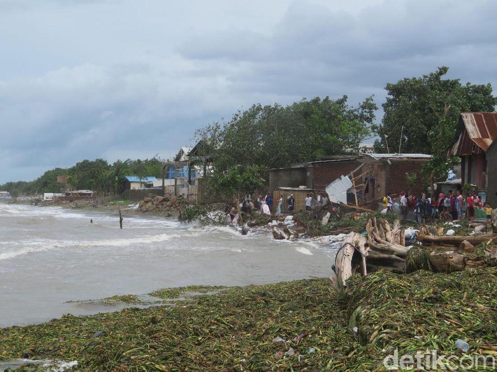 Gubernur Sulsel Tinjau Rumah di Takalar yang Ambruk karena Abrasi
