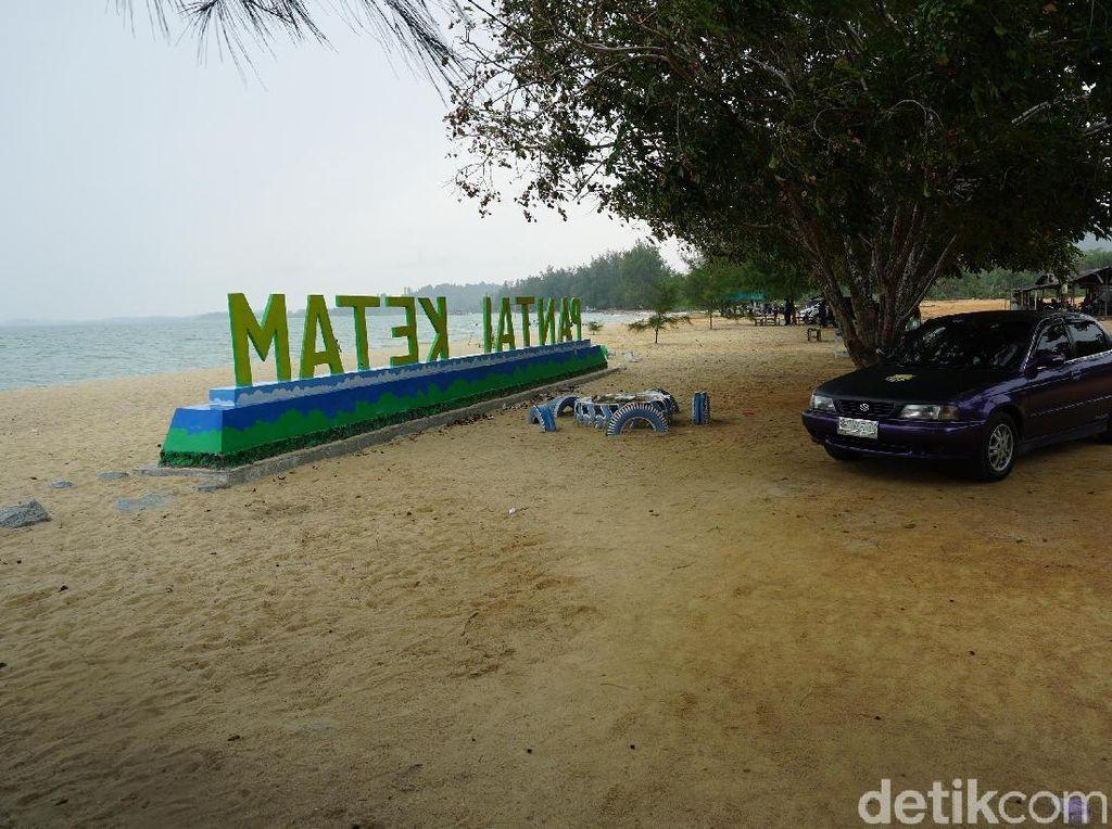 Segaris Pantai dengan Dua Nama