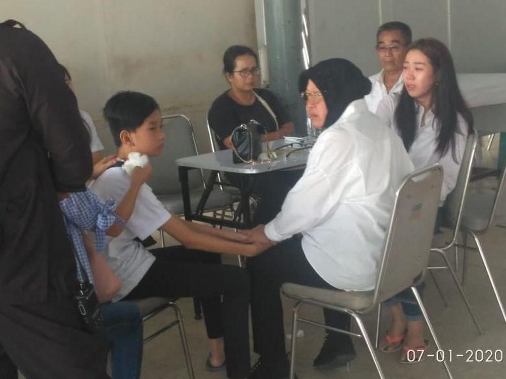 Pemkot Surabaya Jamin Pendidikan Anak Pasutri yang Meninggal Tertimpa Pohon