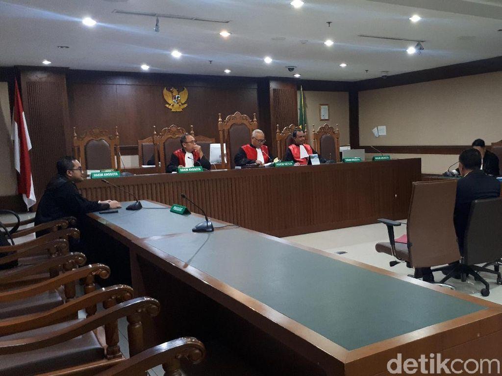 Bantah Terima Suap, Eks Anggota DPR Nyoman Dhamantra Nangis di Sidang