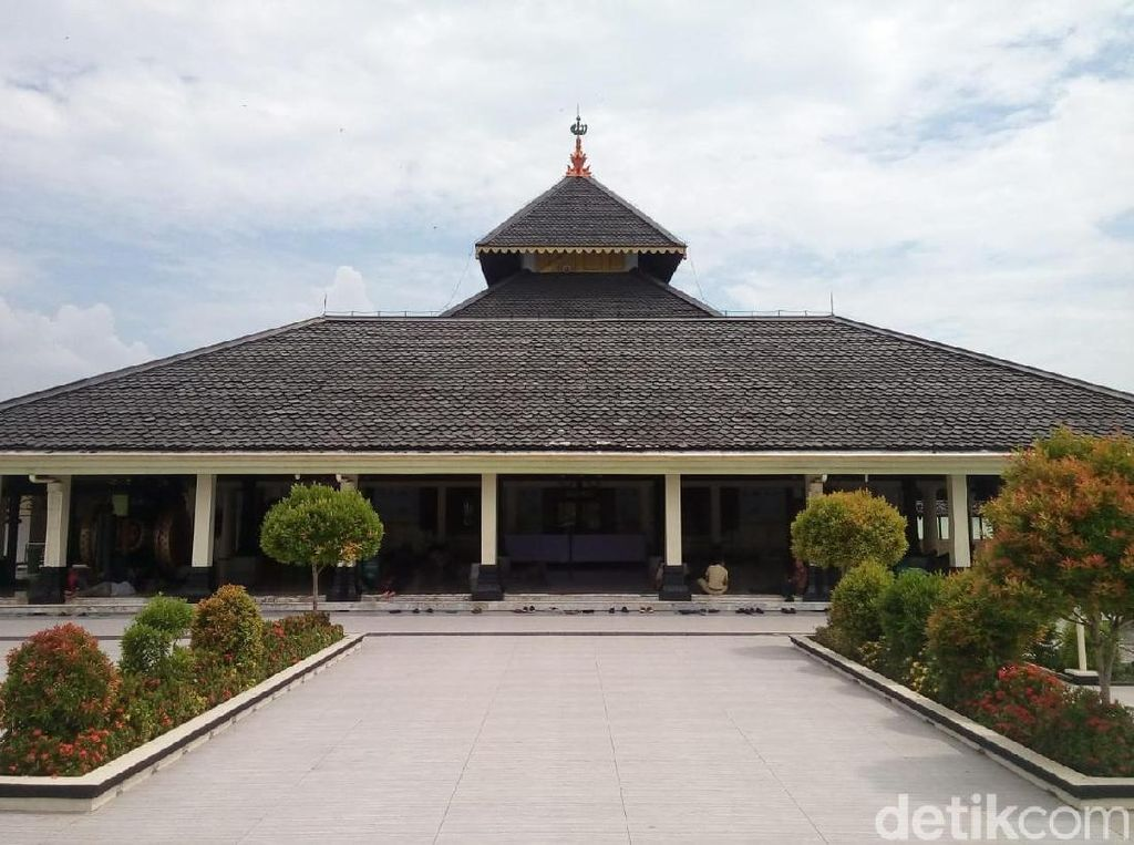 Ngabuburit dalam Foto: Masjid Agung Demak