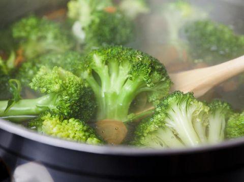Tips Memasak Sayuran Agar Tetap Berwarna Hijau
