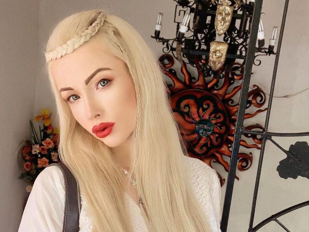 Potret Wanita yang Kini Tak Suka Penampilan Cantiknya Mirip Barbie