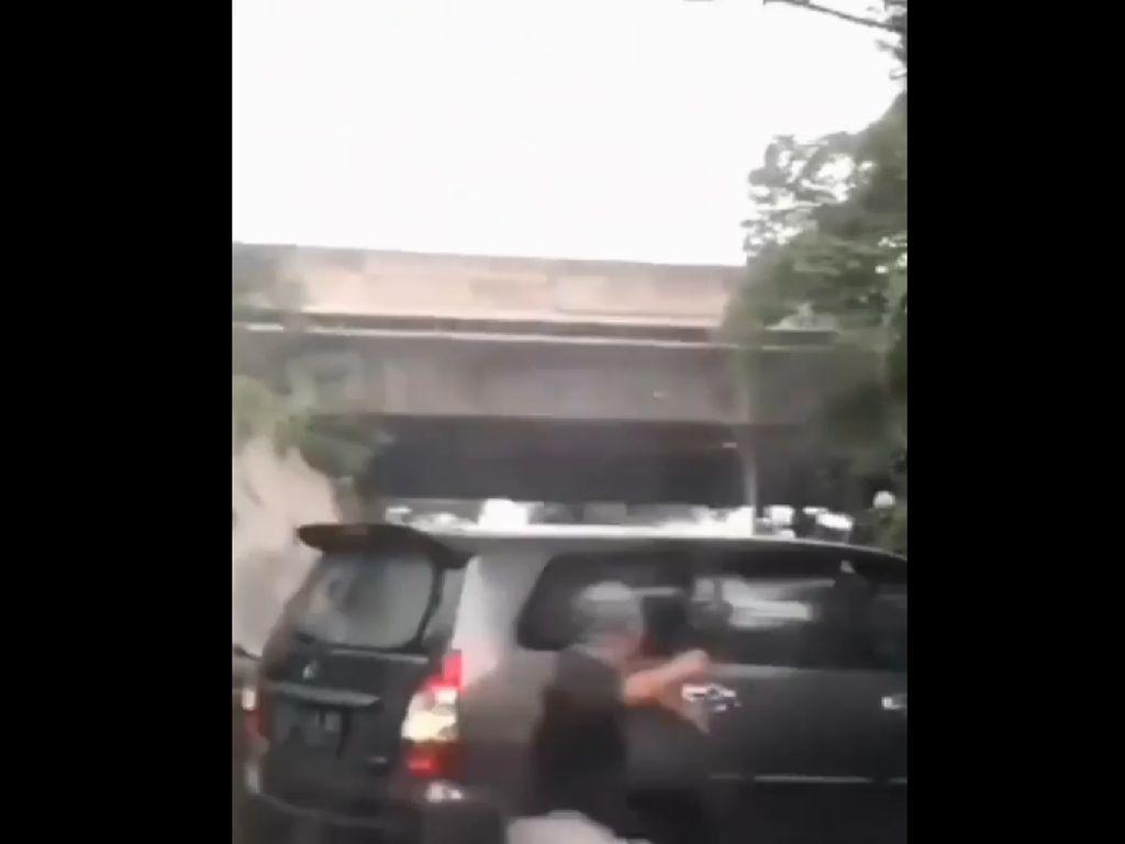 Viral Pengemudi Innova Dikejar-Diteriaki Maling di Kemang, Polisi Cek TKP