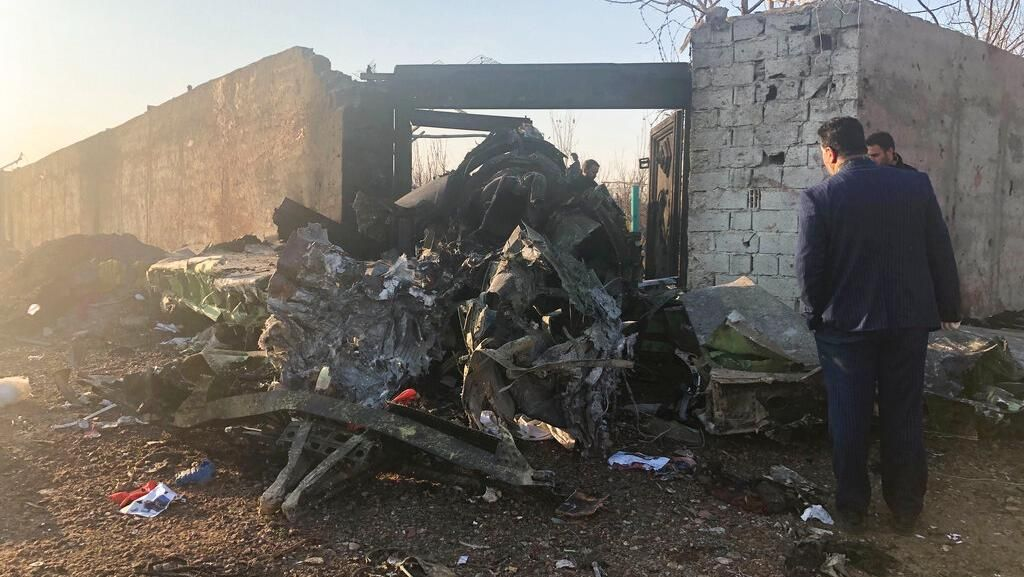 Potret Pesawat Ukraina yang Ringsek Usai Jatuh di Iran
