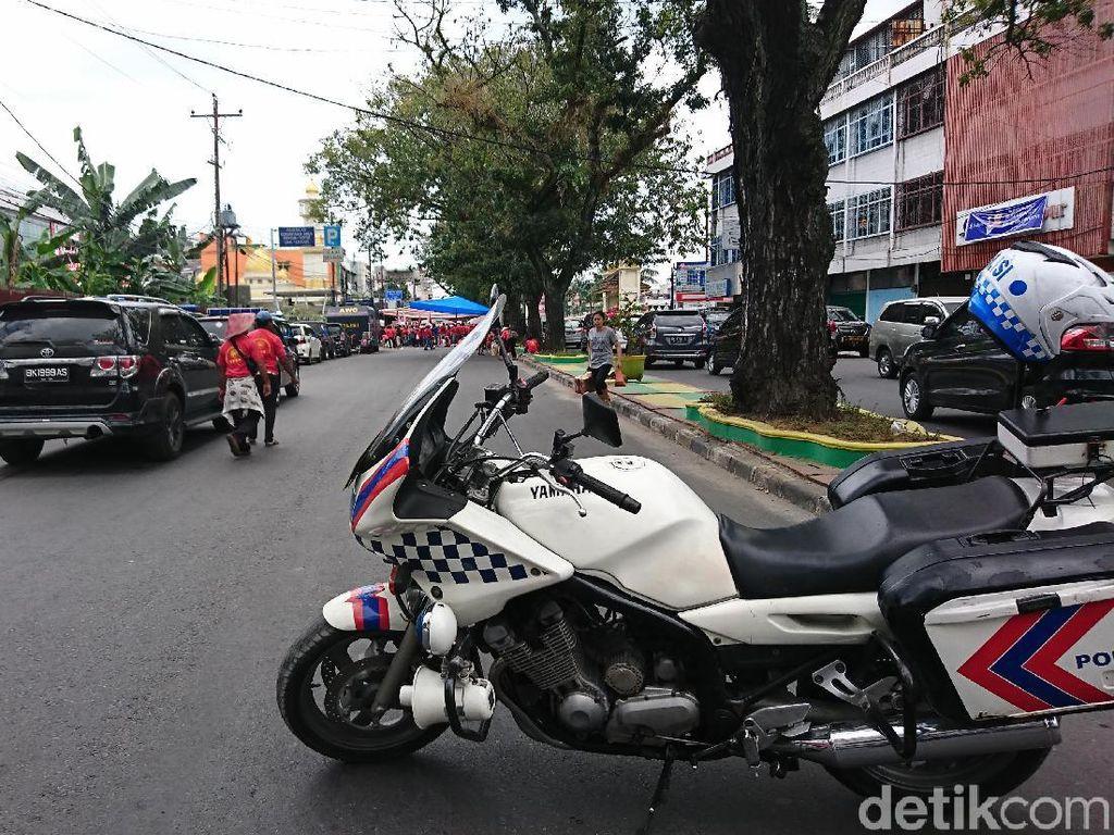 Demo Kantor BPN, Petani Dirikan Tenda di Tengah Jalanan Medan
