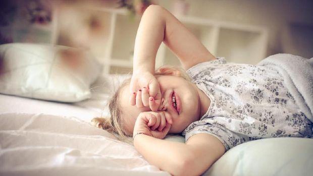 Ilustrasi anak bangun tidur