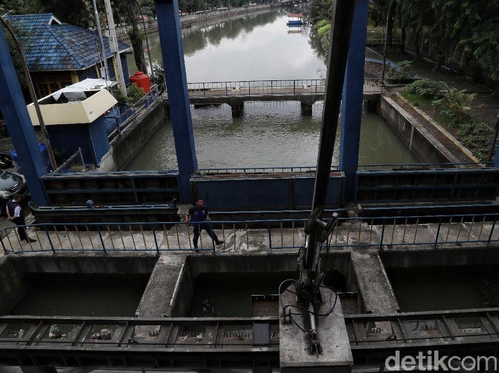 49 Pompa di Jakarta Rusak Karena Terendam Banjir