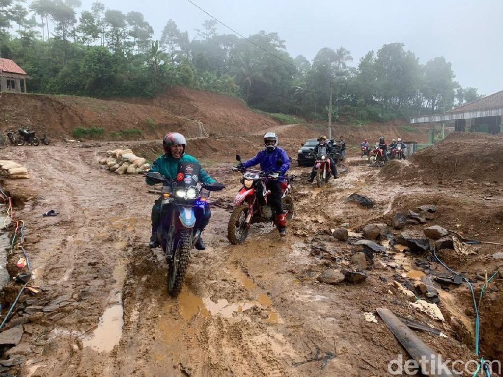 Distribusi Sembako Pakai Motor Trail, Apa Hambatannya?