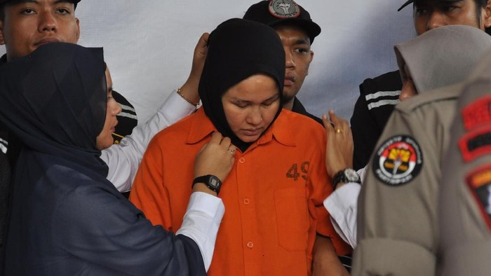 Zuraida Hanum, istri yang juga tersangka pembunuhan hakim Jamaluddin. (Foto: ANTARA FOTO/Septianda Perdana)