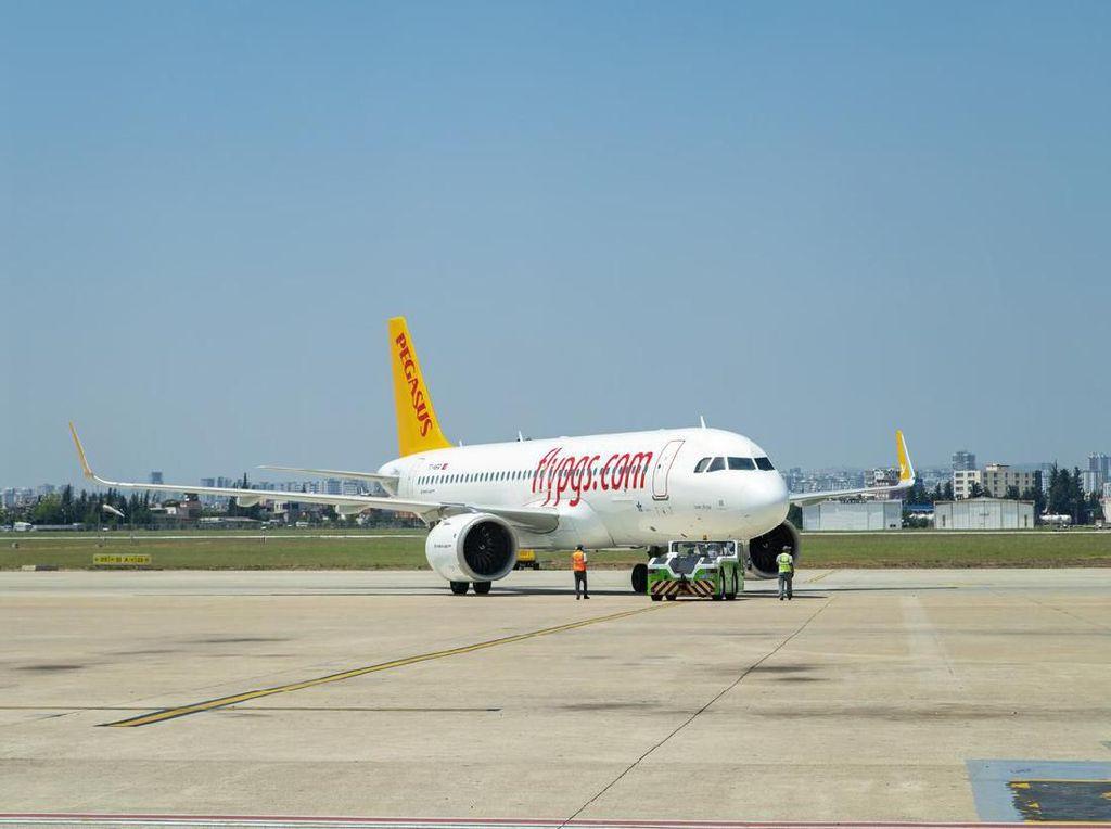Pesawat Tergelincir Akibatkan Bandara Ditutup Sementara