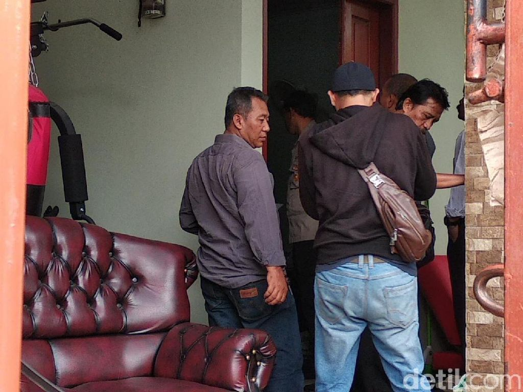 Polisi Datangi Rumah Teddy Terkait Laporan Rizky Febian