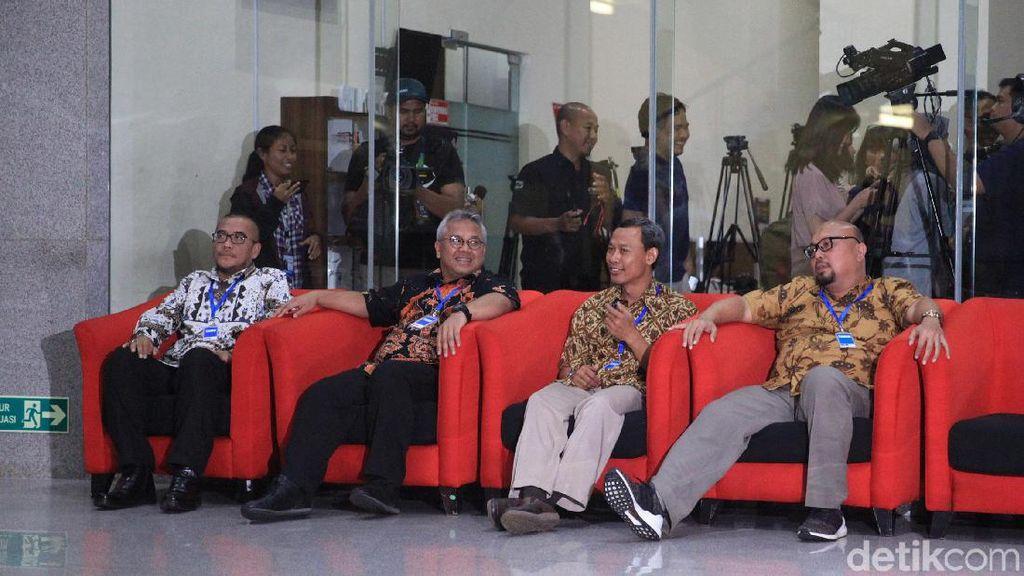 Momen 4 Komisioner KPU Menanti Klarifikasi OTT Wahyu Setiawan di KPK