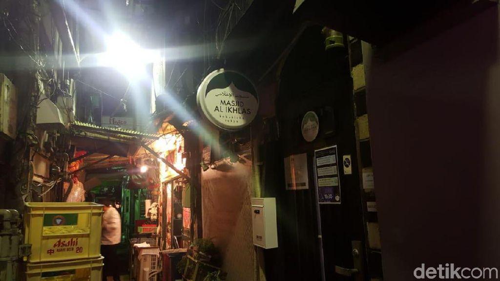 Potret Masjid Mungil di Kawasan Hiburan Terkenal Jepang