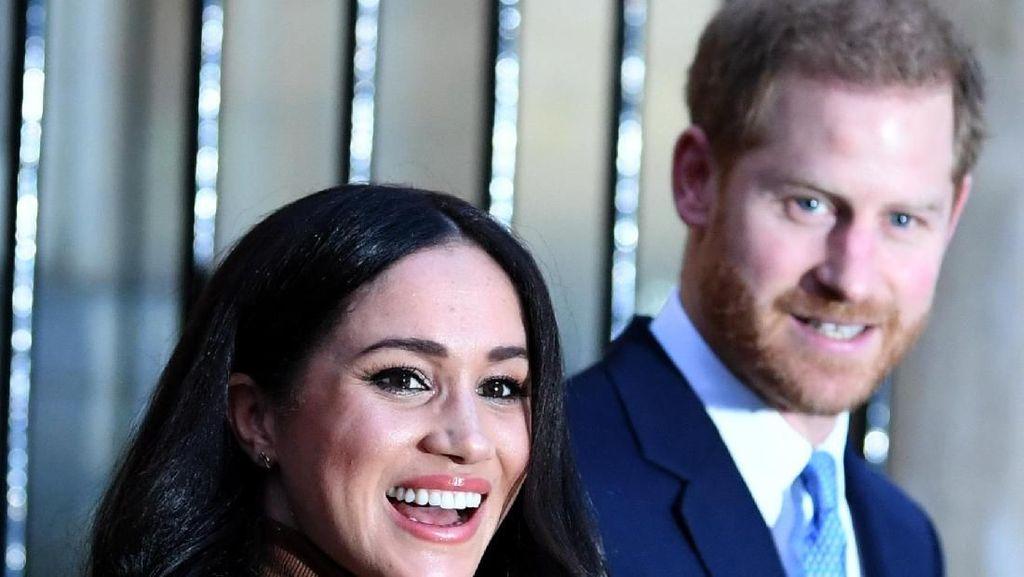 Tugas Perdana di 2020, Pangeran Harry dan Meghan Markle Tampil Mesra