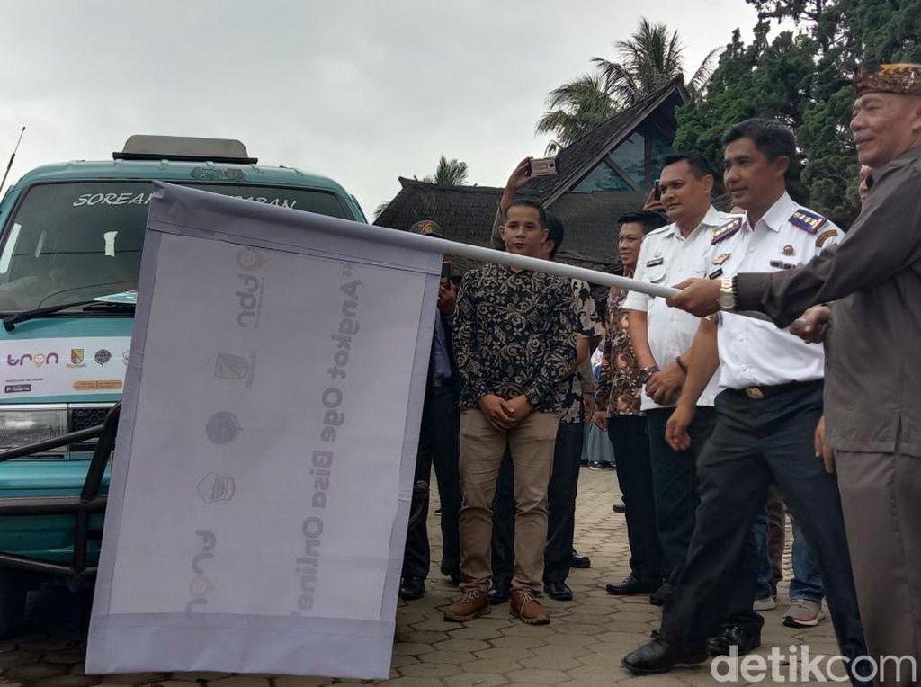 Pemkab Bandung Uji Coba Angkutan Kota Berbasis Aplikasi Online