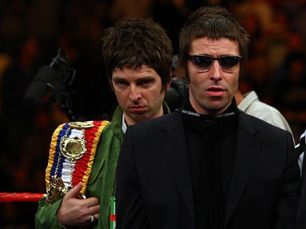 Minta 100 Juta Poundsterling Untuk Reuni Oasis, Noel Gallagher Disindir Liam