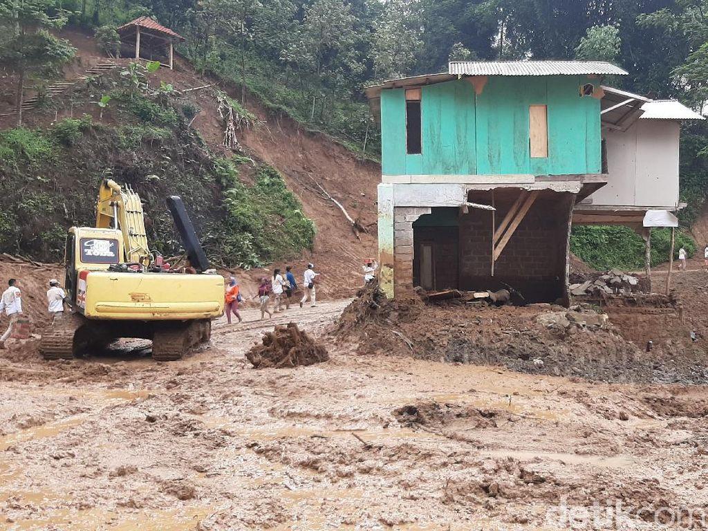 Akses Menuju Desa yang Terisolasi karena Longsor di Sukajaya Mulai Terbuka