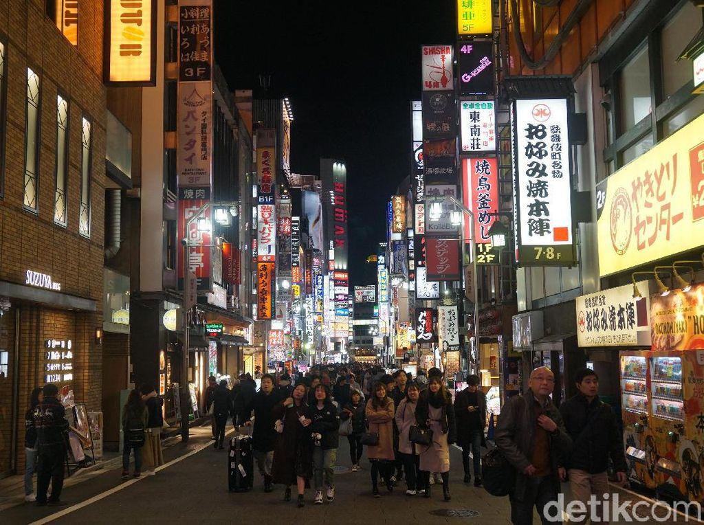 Menikmati Shinjuku, Kawasan Paling Sibuk di Dunia
