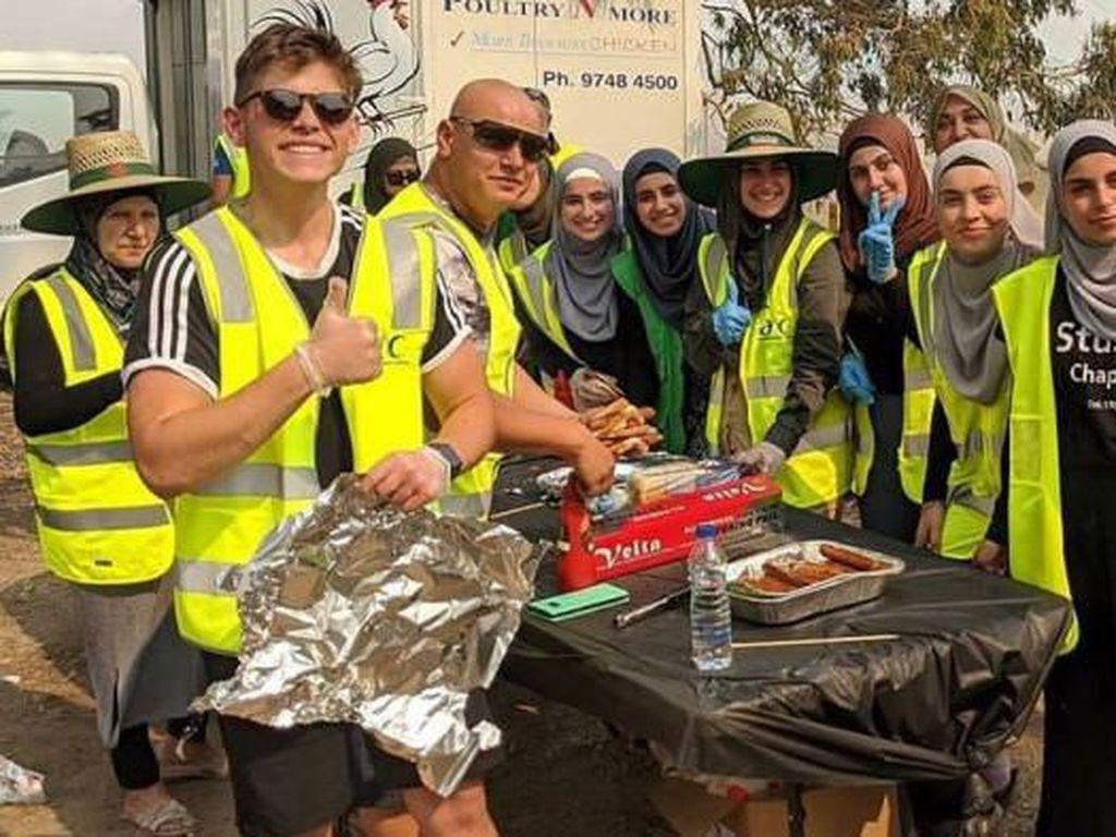 Komunitas Muslim di Melbourne Kunjungi Korban Kebakaran dan Menggelar BBQ