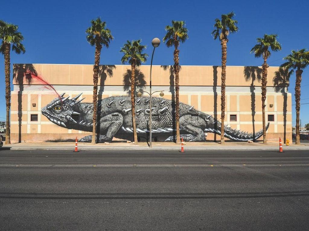Mural Raksasa Binatang Ciptaan ROA Kini Dibukukan