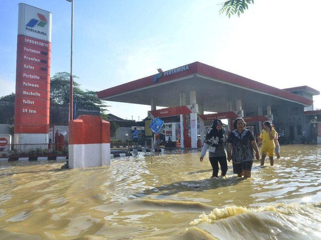 SPBU Hingga Kantor Kepala Desa Terendam Banjir di Grobogan