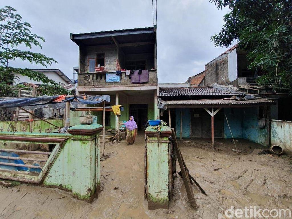 Kisah Erlina, Korban Banjir Pondok Gede Permai yang Tinggal Bersama Lumpur