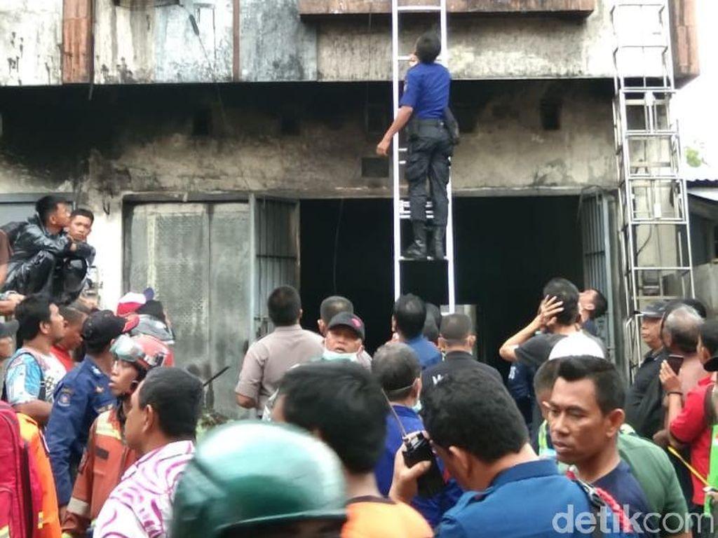 Polisi Selidiki Penyebab Kebakaran di Ruko yang Tewaskan 5 Orang di Makassar