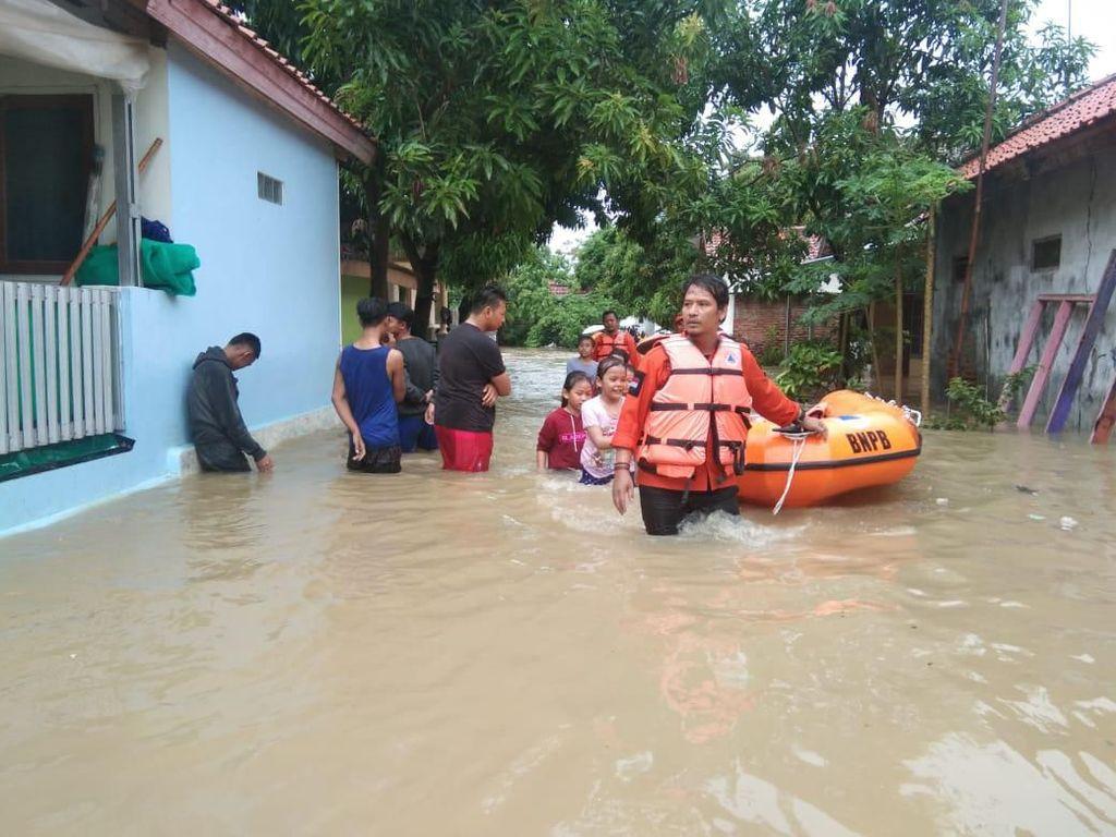 Sungai Meluap, Ratusan Rumah di Indramayu Terendam Banjir