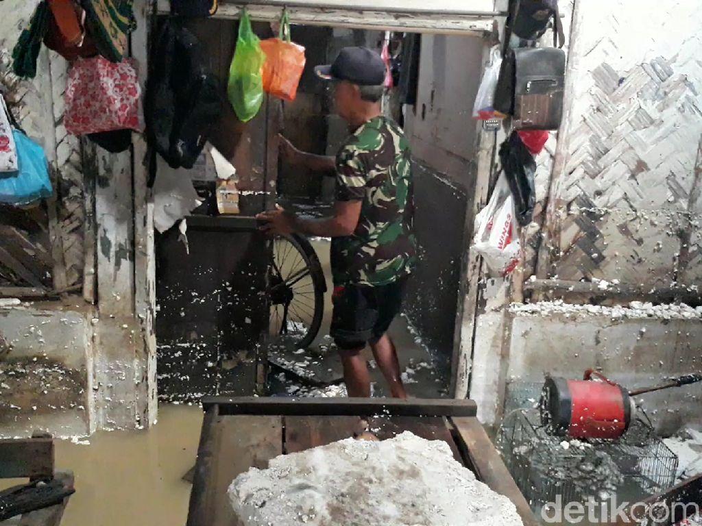 Banjir di Brebes Surut, Warga Butuh Air Bersih