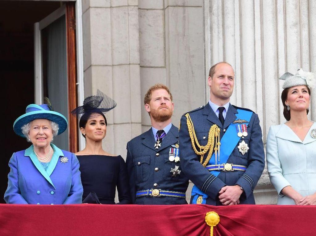 Ratu Elizabeth Beri Izin Pangeran Harry dan Meghan Keluar dari Kerajaan