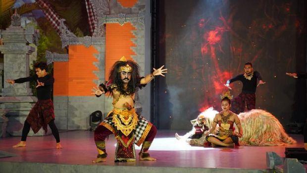 Pertunjukan Gayatri di Trans Studio Bali