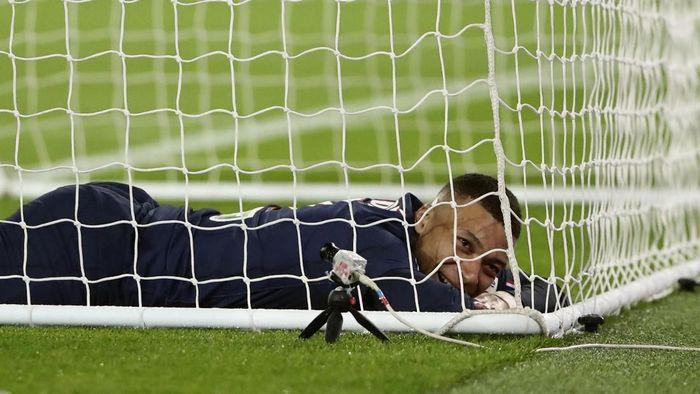 Kylian Mbappe tak mau terburu-buru teken kontrak baru (Thibault Camus/AP Photo)